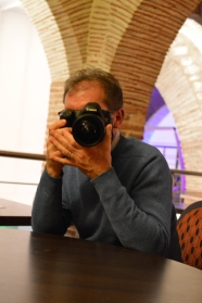 Yannick Michel avec l'appareil d'Olivier Frajman, photo par Wilfried Haillot.